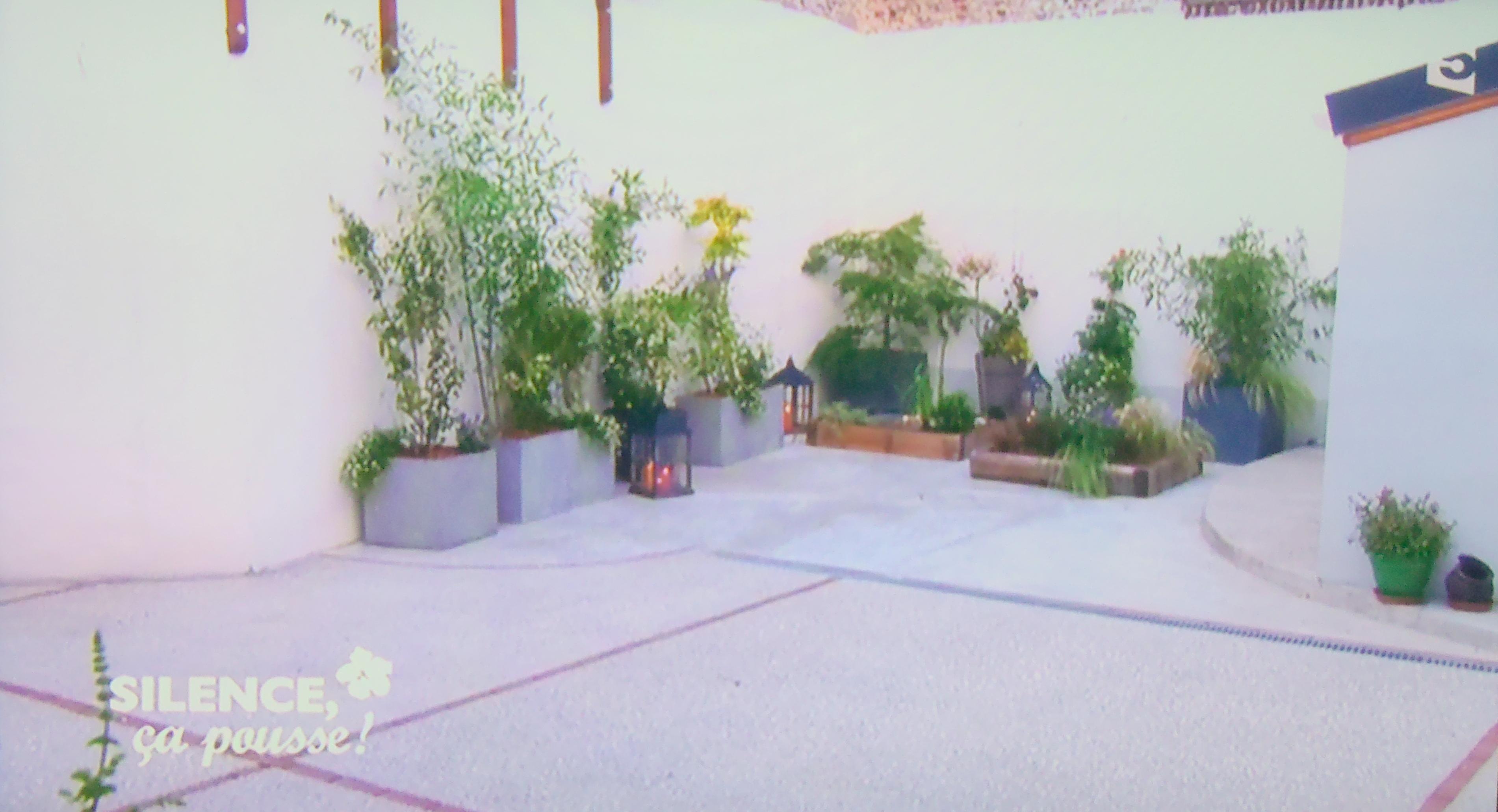 une cour terrasse japonaise dans le nord pas de panique. Black Bedroom Furniture Sets. Home Design Ideas