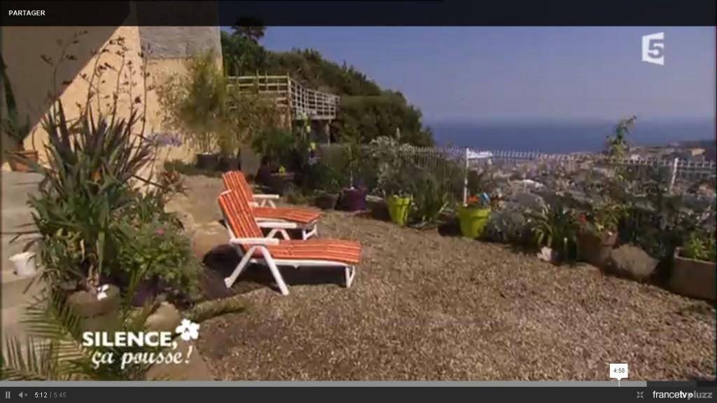 am nager une terrasse avec des plantes r sistantes la. Black Bedroom Furniture Sets. Home Design Ideas